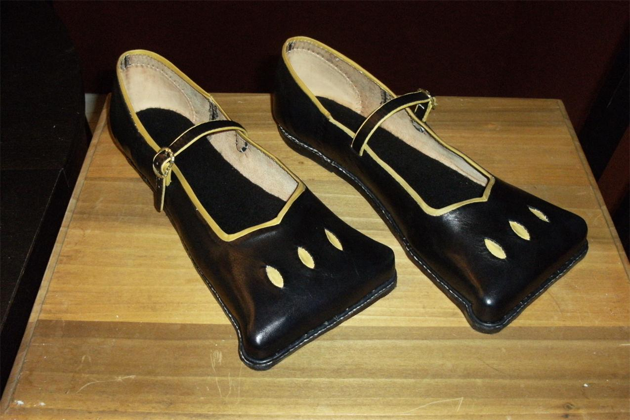 Lesson 10: Early 16th C. Cow Mouth Shoes, or Kuhlmaulschuh ... Aands.org