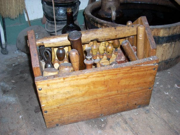 18th C Shoemaker S Toolbox Chopine Zoccolo And Other